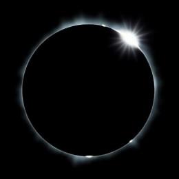 Festeggiamo l'eclisse per una notte e un giorno.